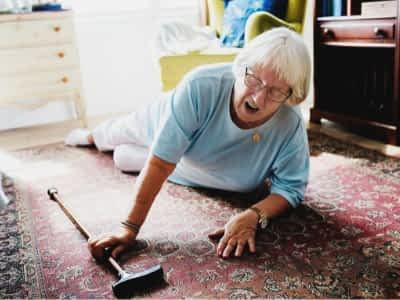 prevenir caídas en personas mayores